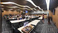 黄岚【多伦多投资置业讲座】2017夏季上海站 现场部分内容 Daisy HUANG 黄岚 – 律师出身,最专业的多伦多房地产顾问、经纪、投资专家、营销专家